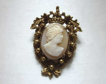 FLORENZA CAMEO Brooch PIN Pendant Lovely Frame Signed Jewelry Vintage
