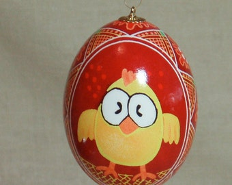 Curious chicken pysanka front and back with splatter and triangle netting border on deep red background