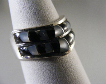 Vintage Inlaid Jet and Mother of Pearl Sterling Silver Ring .....Lot 4494