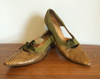 Vintage 1950s Green Snakeskin & Suede Cut Out Lace Up Palter DeLiso Low Heel Pumps 7 / 7.5