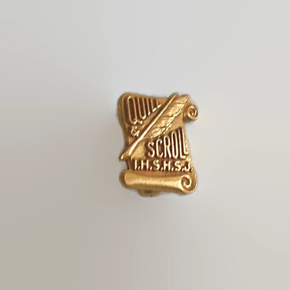 Quill and Scroll Membership Lapel Pin 1964-65 by