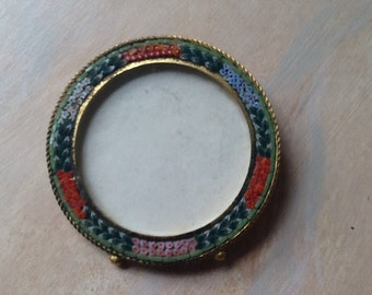 Small round mosaic frame w/stand