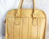 Vintage Purse ~ Bowler  Bag Style ~ Leather ~ Cream tone ~ Metal Zipper ~ Swing handles with Metal Hardware