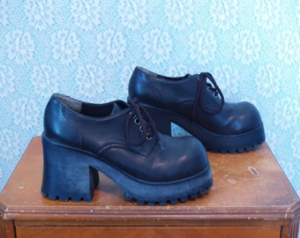 1990s Vintage High-Heeled Lace Up Platform Oxfords / Preppy Spice / Chunky Square Toe Raver Black Leather Dress Shoes / Size US Women's 7.5