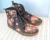 Dr Martens, ankle boots, Floral boots, women's booties, Combat boots ,Boho boots,  short canvas Lace up, size US 9, Eu 40, military