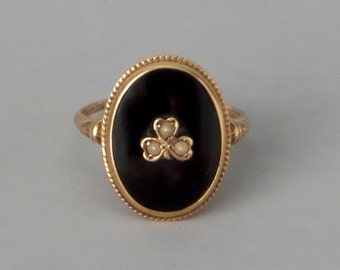 Antique Onyx Pearl Ring. Oval with Clover. U.S. Size 7.25