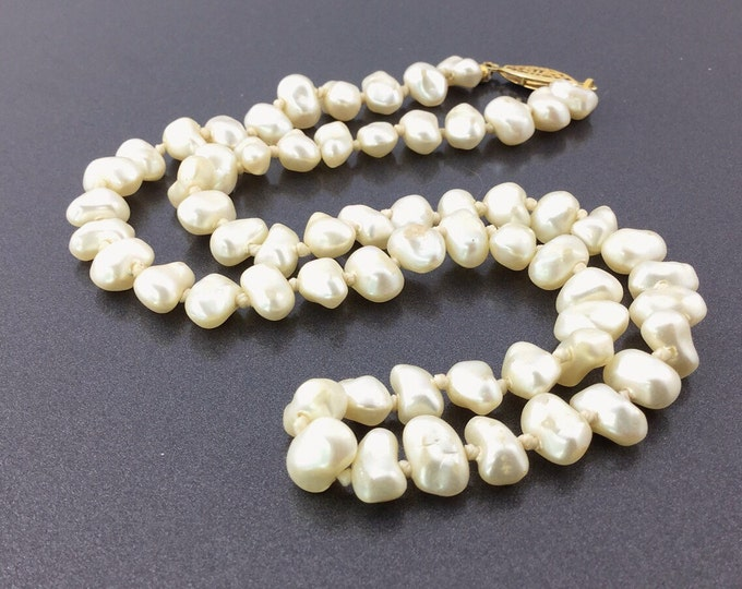 Edwardian Style Vintage Pearl Necklace, single strand of freshwater pearls, ivory white pearls, golden filigree clasp. Wedding pearls.