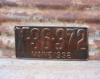 Antique Maine License Plate 1932 Rusty Rusted Distressed Patina Rusty Metal License Plate Tag Chippy Paint Garage Man Cave Car Truck
