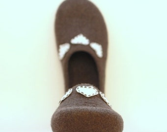 Women house shoes - felted wool slippers - Valentine day gift  - grey with white hearts