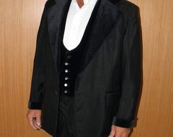 1/2 OFF Men's Black Glossy Velvet Trimmed 3 Piece 1980's Tuxedo, 46R Made in USA, Polka Dotted Velvet