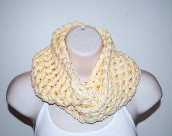 the chunky buttercream crochet infinity scarf