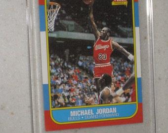 1986-87 fleer michael jordan rookie card in screwdown vintage looking in a screwdown case