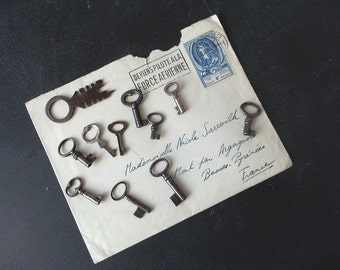 11 antique tiny skeleton keys.