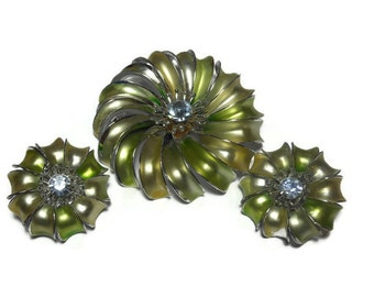 Light green brooch and earrings, green enamel flowers with rhinestone center, floral figural brooch and clip earrings