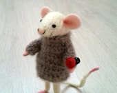 Needle felted mouse, winter mouse, happy mouse, collectible, fiber dollhouse, miniature mouse, figurine, mice, felt, art mouse, felted mouse