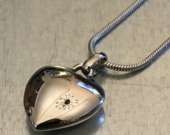 Cremation Necklace, Heart Urn, Urn Locket, Ashes Holder Necklace, Cremation Locket, Memory Locket, Cremation Jewelry
