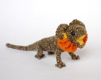 Frilled lizard amigurumi
