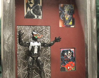 Marvel Shadow Box – VENOM – Collectible Action Figure and Trading Cards