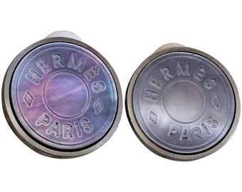 Vintage HERMES silver tone logo embossed genuine shell earrings. Classic jewel piece. Bijouterie Fantaisie