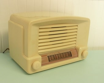 WORKS GREAT 1946 General Electric AM Tube Radio, Art Deco Styling, Original Color, Like Bakelite - Vintage Home and Travel Trailer Decor