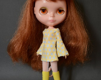 Bell sleeved patterned retro mod style dress for Blythe Pullip Dal licca and similar dolls