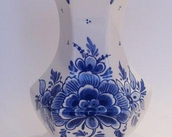 """Delft Blue 7 1/4"""" Squat Vase"""