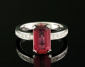 Exquisite 3.08 Ct emerald cut natural hot pink tourmaline and diamond ring