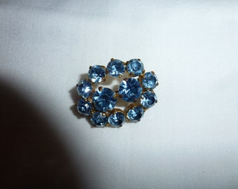 Vintage Brooch Pin with Colorful Blue Stones Oval Design