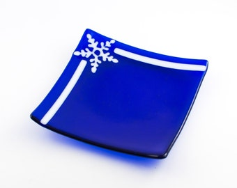 Winter Table Decoration, Cookie Plate, Snowflake Pattern, Cobalt Blue and White, Fused Glass, Blue Christmas Decor, Unique Holiday Gifts