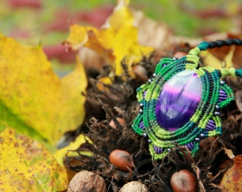 Green macrame agate necklace