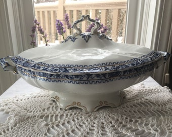 Stunning Rare  Antique  Covered Flow Blue Tureen  by Bishop  Stonier England English  Ironstone Avant Pattern