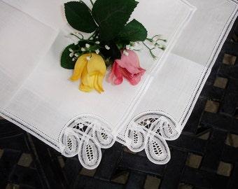 Napkins, Linen, Battenburg lace napkins, Set of Two, French linen, Pair of Napkins, Shabby chic, Dinner napkins, Vintage 1960s