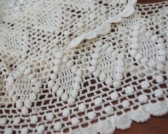 Vintage Bobbin Lace Loop: Ornate Scalloped with Diamonds and Beads