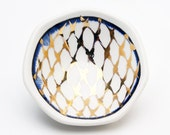 Handmade Porcelain Finger Dish with Glod Lustre Cross-Hatch Pattern
