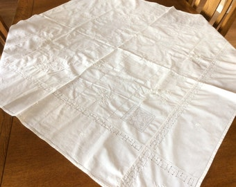 Vintage Embroidered Linen Tablecloth, Cream Coloured Embroidered Tablecloth, Excellent Condition, 1960s