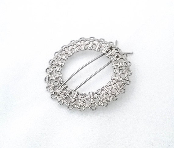 Vintage Silver Pewter tone color filigree lace round wreath style pinch closure hair barrette clip pin