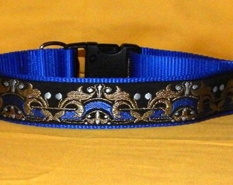 Blue and gold crown collar