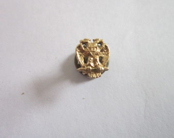 WW2 ?  Military ? Gold Eagle Pinback