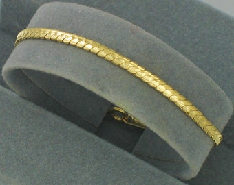 Vintage 1984 AVON 'Scalloped Chain' Goldtone Bracelet. Two Sizes Available 6-1/4 inches or 7-1/8 inches. Avon Bracelet. Vintage Avon Jewelry