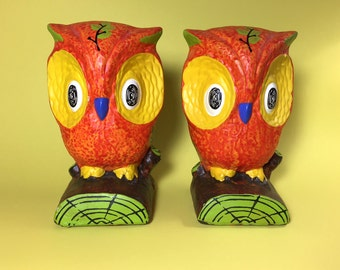 New Trends owl bookends made in Japan, Lightweight plaster, Home decor, Orange and yellow, Retro, Cool, 1970's