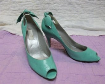 Vintage Italian Green Leather Peep Toe Pumps by Paloma size 7.5AA, T