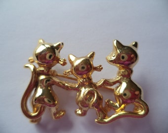 Vintage Unsigned  Small Goldtone Trio of Walking Cats Brooch/Pin