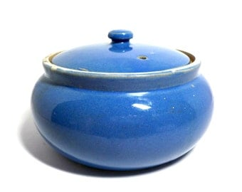 Vintage Pottery Baking Dish, Lidded Bean Pot, Cornflower Blue, Lidded Casserole Dish, Heavy Stoneware, Rustic Farmhouse Kitchen Decor