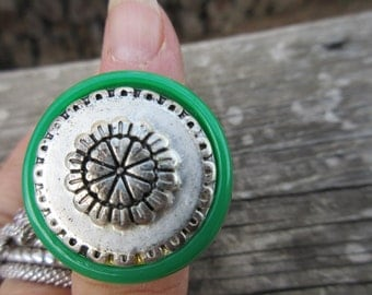 Cool Lucite Green Ring sz 6 1/2