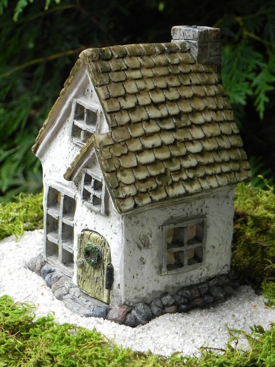Fairy cottage house miniature resin fairy garden cottage - Casitas para el jardin ...