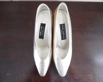 ON SALE! Was 35, Now 25 Dollars. Vintage 1990s Champagne Colored Court Shoe, Wedding, Bridal Pumps by Stuart Weitzman, New York Size 7B