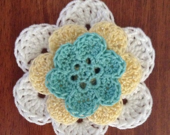 Crochet flower hairclip