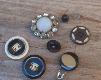 cute lot of vintage buttons