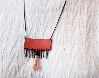 Collar fringe chain and leather and pink Pompom - the case of babes