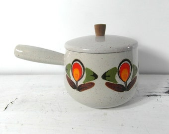 70s cooking pan with lid, French enamelware, French vintage, French kitchenware, retro cookware, 70's kitchenware.